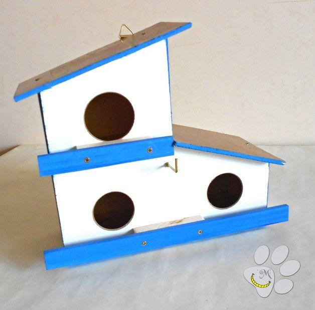 Casetta per uccellini, da appendere in giardino (o terrazza / balcone). Questa casetta ha tre alloggiamenti per gli uccellini in cerca di un posto in cui nidificare. E' perfetta per insegnare ai bambini la bellezza della natura e l'importanza della libertà! In vendita qui: http://it.dawanda.com/product/96142583-casetta-per-uccellini-per-giardino-o-balcone Seguimi su fb: https://www.facebook.com/MaliceCrafts/