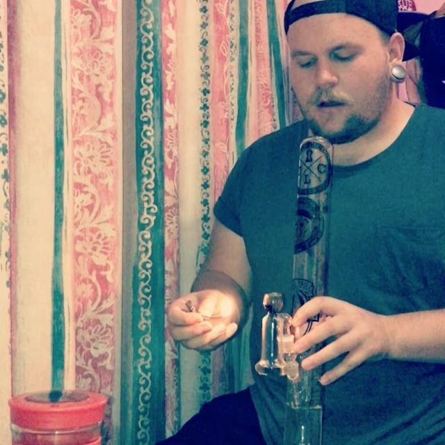 Bongs rips! Shout out to @jpspieters for the hempwick hookup🙌🏻 #rawhempwick #bongrips #weedstagram #massroots #glassbongs #ashcatcher #delthefunkyhomosapian #bigrips    #Regram via @tyron_truelife)