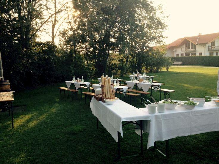 """Lust auf ein leckeres #Barbeque in unserem Garten? Warum immer nur im eigenen #Garten grillen? Lassen Sie uns doch das """"Rundherum"""" für Sie erledigen, und Sie genießen mit Ihren Freunden oder der Familie ein Hütten- #BBQ in unserem wunderschönen Hotelgarten! Wir servieren Ihnen zur Begrüßung einen erfrischenden Sommerdrink und dann geht es los mit #Schlemmen ... http://www.golf-resort-achental.com/golf-sport-hotel-chiemsee/angebote/feiernangebote/hubertushtte/ #grillen #food #garden #hotel"""