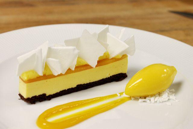 Mango Ice Cream Bar, Coconut Powder Meringue, Passion Fruit Cremeux and Sorbet | Flickr: Intercambio de fotos