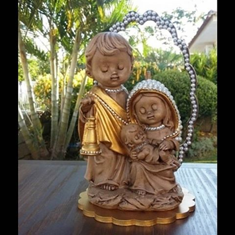 Sagrada Família. #sagradafamilia #artesanato #artesanatoreligioso #santoskids #santos #religiosos #artigosreligiosos #bomgosto #protecao #tudolindo #casaabençoada #simbolos