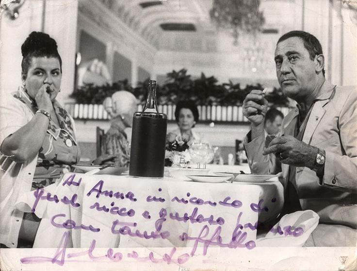 """Anna e Alberto nel film """"Vacanze intelligenti"""". La foto è autografata da Alberto Sordi."""
