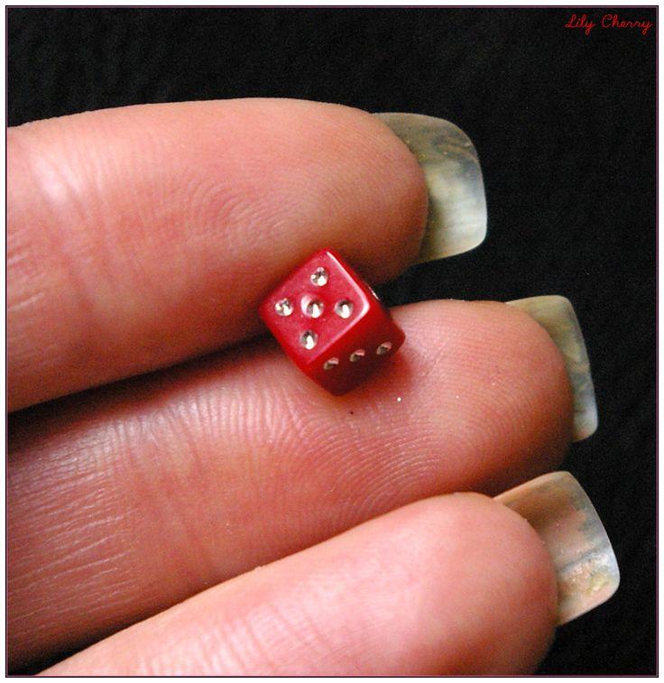Perle dés a jouer rouge 6mm x1 : Perles en Plastique par lilycherry