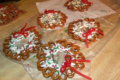 white chocolate pretzel wreaths