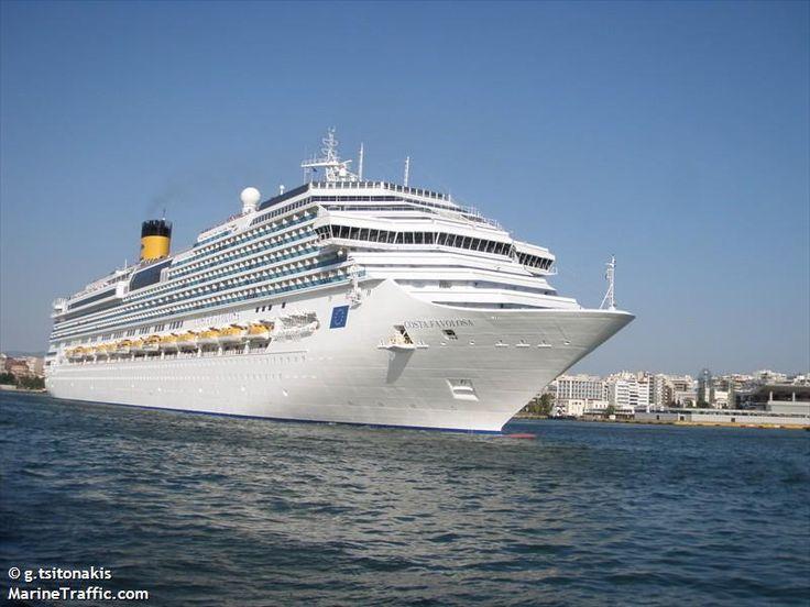 Το Costa Favolosa καταπλέει στον Πειραιά. 14/07/2011.