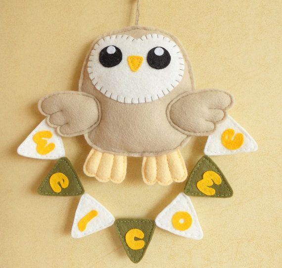 Felt barn owl with welcome bunting. Wall hanging by iManuFatti