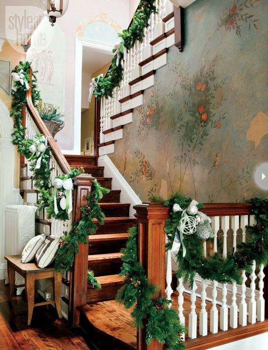 Stairs decorated for Christmas - Stairway walls feature a Florentine fresco inspired mural, created for Debbie Travis' Painted House - photo: Monic Richard - styling: Nicola Marc - styleathome.com