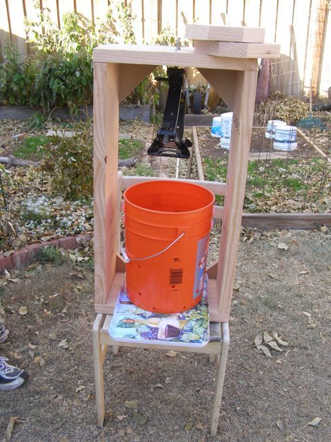 five gallon bucket wine press or apple  http://fivegallonideas.com/wine-or-cider-press/#