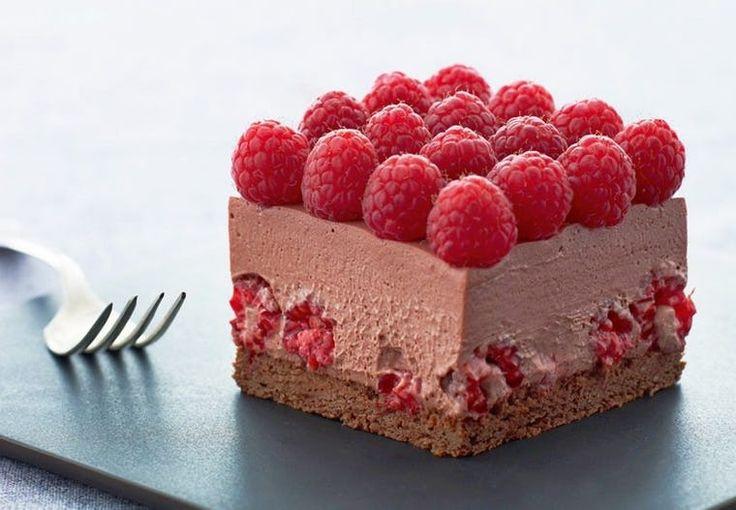 Friske hindbær følges smukt ad med chokolademousse ...
