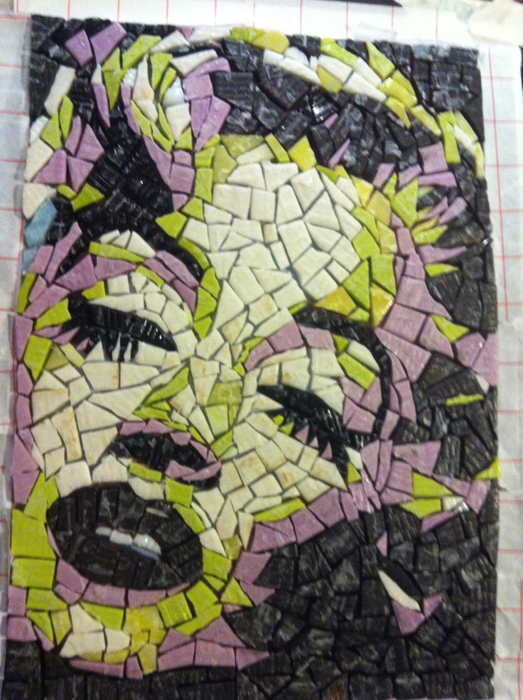 Marilyn Monroe...  Some pieces of mosaic, twoo different nippers... cut cut and glue.... and just look what I did....