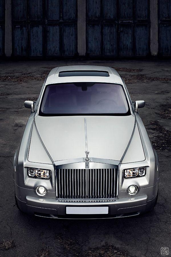 Rolls-Royce Phantom on Behance | Keep The Class   LadyLuxury