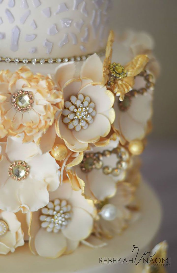 Love these real jewel centers! The flowers are edible the jewels are not ~ we ❤ this!