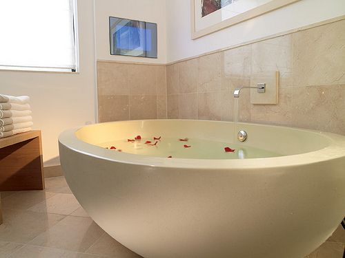 I NEED this deep bathtub