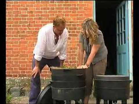 Can-O-Worms Part 2, Using a Wormery - YouTube