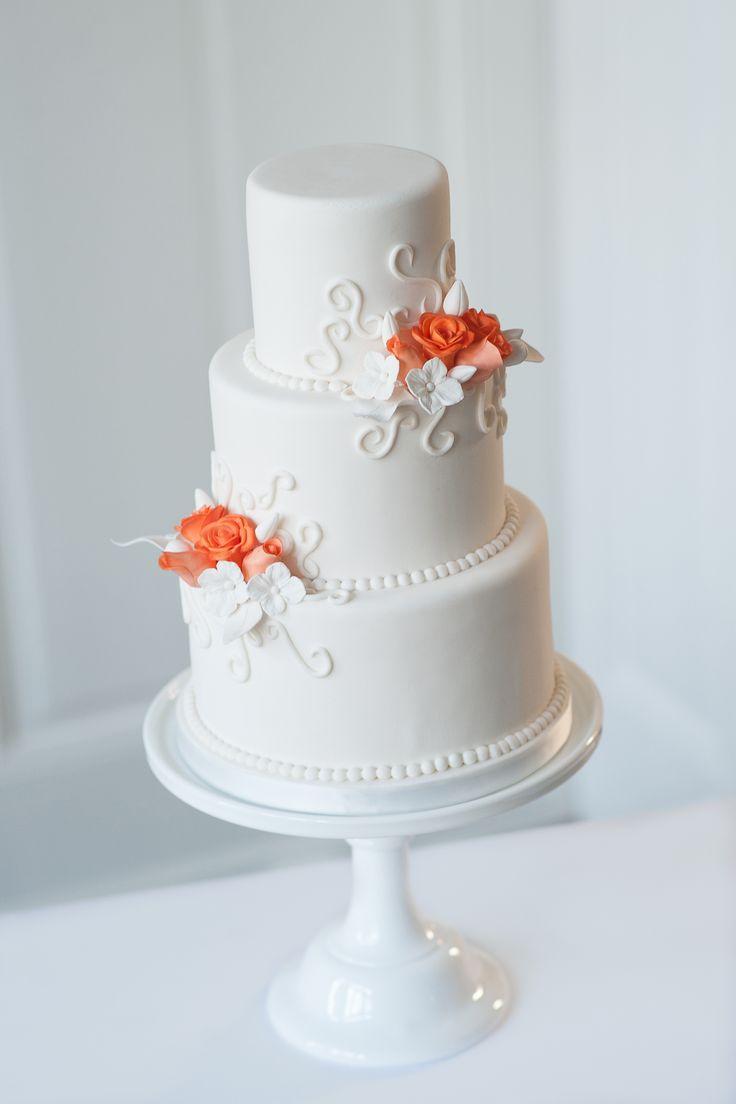 Een kleine cake uit de select collectie van PuurTaart. Deze collectie is voor kleinere gezelschappen. Er zijn Select taarten voor 20, 30 of 45 personen. Lees er meer over op de website.