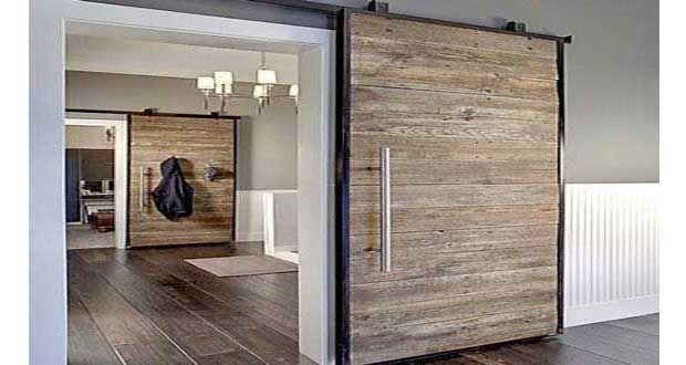 Réaliser une cloison coulissante avec des portes de récup, une idée pas chère de déco intérieur et gain de la place. Séparerun salon avec une porteen bois coulissante, transformer une porte fenêtre encloison coulissante pour fermer un dressing... En déco, tout se récupère !
