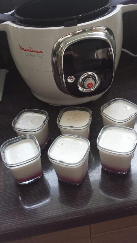 Yaourt à la framboise pas de cuisson - 1L de lait, 1 yaourt au lait entier nature, 3 c. à s.de lait en poudre, 1 barquette de framboises fraîches, 2 c. à s.de sucre en poudre. - mixer les framboises avec le sucre  puis verser la préparation au fond de chaque pot Mélanger le reste des ingrédients et remplir les pots. Posez les dans la cuve , versez de l eau bouillante jusqu'à 3/4 de hauteur des pots et refermez le cookeo 10 h. Couvrez les pots puis mettez les au frais. conservation : 5 à 7…