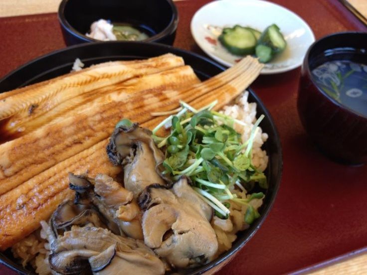 日本三景でお馴染み・松島にあるお食事処「お魚プロジェクト」の牡蠣と穴子めし。松島名物の穴子と牡蠣を一度に食せるとは~なんたる贅沢♪