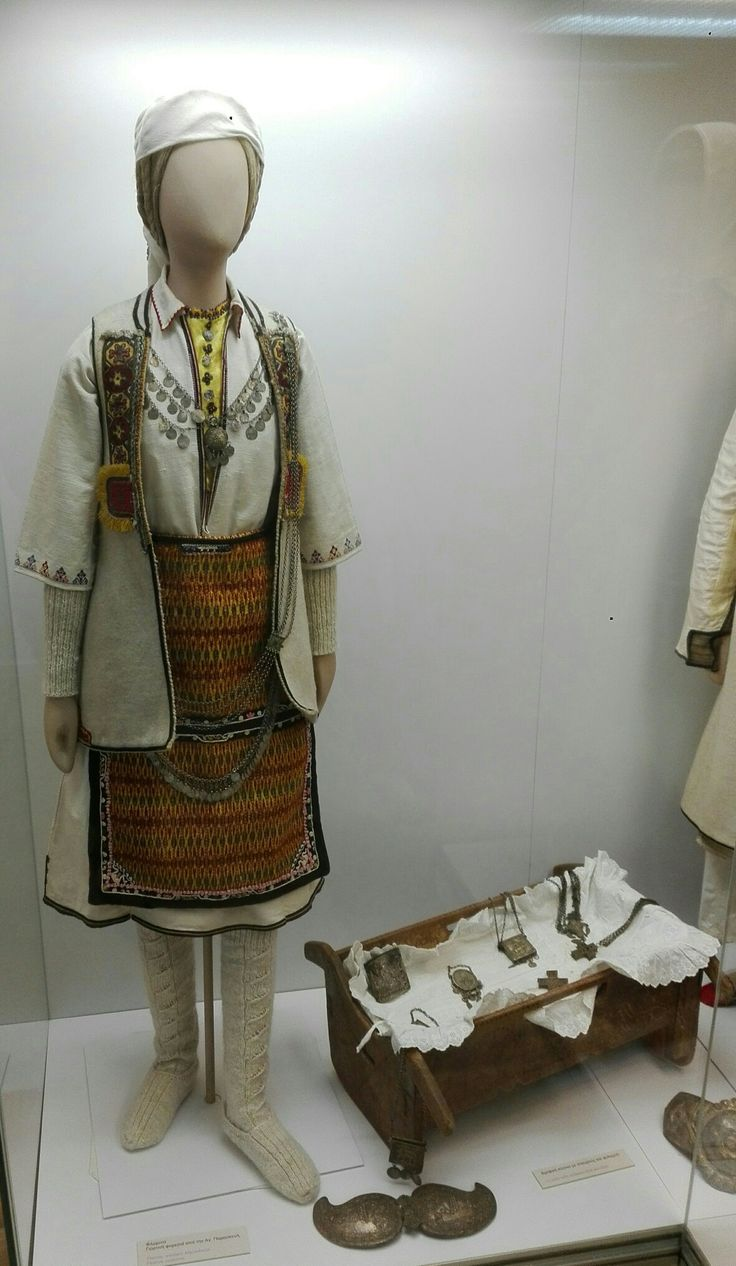 Γιορτινή φορεσιά απο την Αγ.Παρασκευή,Φλώρινα (Παράρτημα Εθνικού-Ιστορικού Μουσείου,Οικία Λαζάρου Κουντουριώτη,Ύδρα)