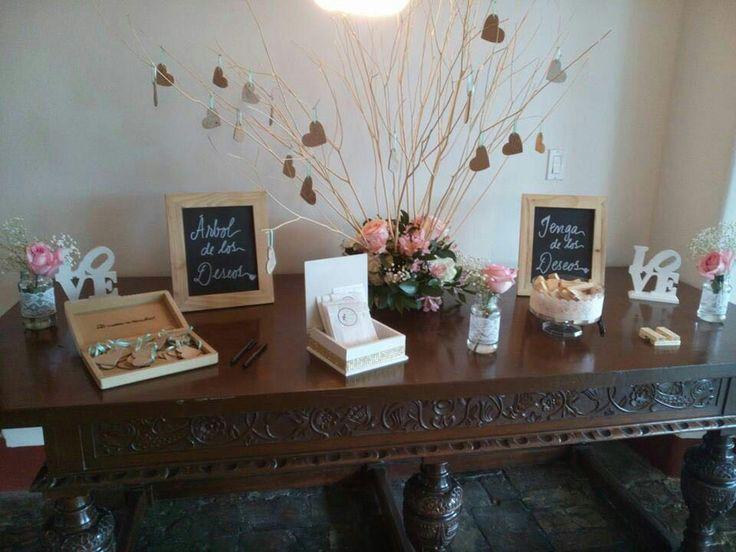 Mesa jenga y árbol de los deseos