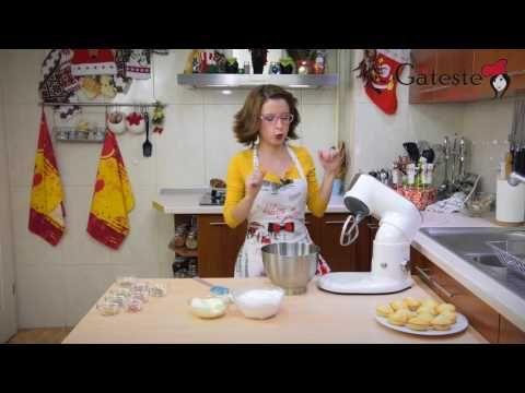 Reteta de Briose cu Vanilie si Glazura de Unt - YouTube