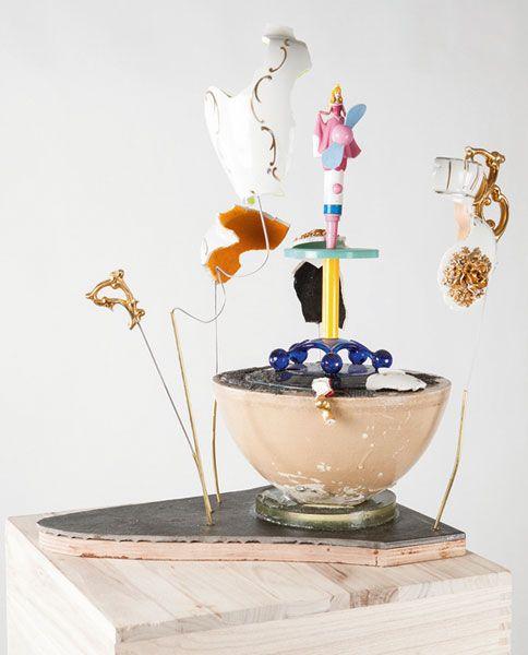 'Als het nog eens kon' door Dorothea Baanders. Kunstwerk in keramiek, plastic, kunsthars, vilt, metaal, hout, steen.