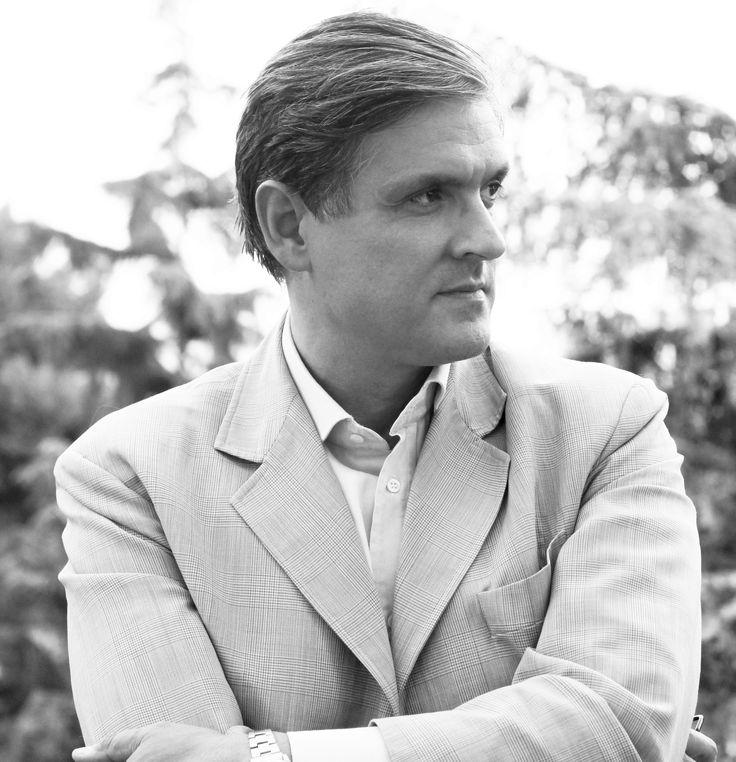 """Bruno Messina (Catania, 1960) si è laureato in Architettura presso l'Università Federico II di Napoli nel 1986. Dal 2000 è professore associato di Progettazione Architettonica ed urbana presso l'Università di Catania, è stato membro del dottorato di ricerca in """"Progetto Architettonico ed Analisi Urbana"""" dell'Università di Catania fino al 2010. Professore straordinario dal 2011. Nel 2012 è stato eletto Presidente della Struttura Didattica Speciale di Architettura (già Facoltà di…"""
