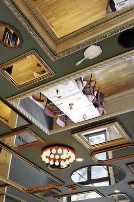 mirrors on the ceiling - hmm...