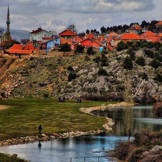 Adaköy/Beyşehir/Konya/// Beyşehir Adaköy arası 32 km olup yarım saatlik bir araba yolculuğuyla ulaşmak mümkün. Adaköy'deki su değirmeni görülmeye değer yerlerin başında geliyor.