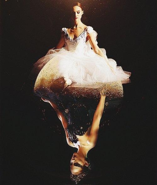 Il cigno nero (Black Swan) è un film del 2010 diretto da Darren Aronofsky.