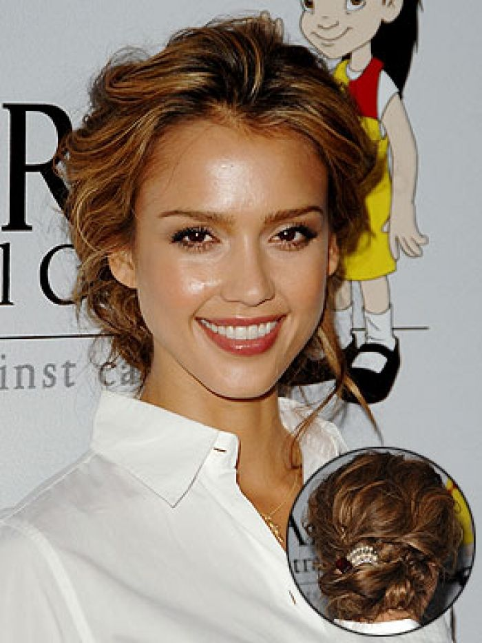 Jessica Alba Gets The Quot Messy Bun Quot Look Right Soft Amp Loose
