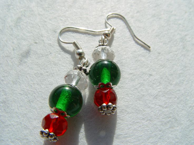 €8  czech crystals in red and clear with handmade green glass beads on silverplated earhooks.