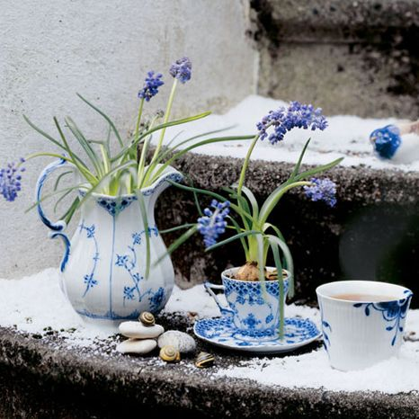 Royal Copenhagen – Purveyor to Her Majesty the Queen of Denmark since 1775. Manufacturer of hand painted porcelain in dinnerware, figurines, collectibles.