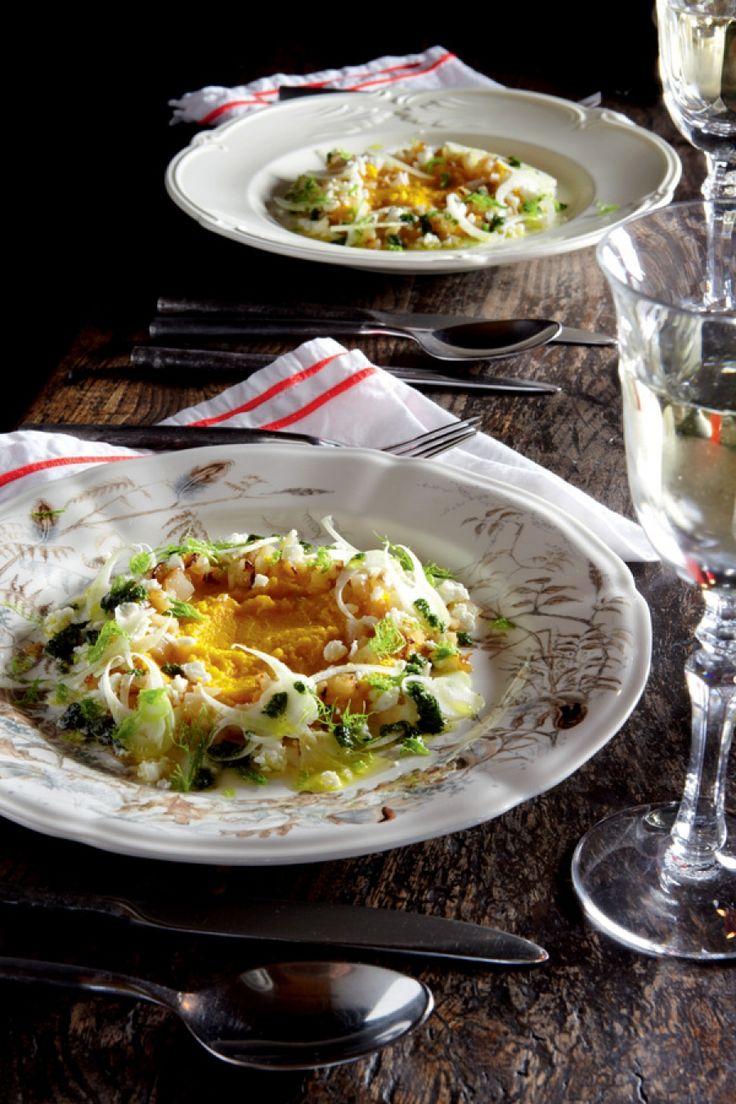 Op dit kerstmenu geen vlees en geen vis. Wat wel? Feestelijke gerechten met vrede-op-aardse smaken. Zoals een spanende aardpeer-wortelsalade met feta...