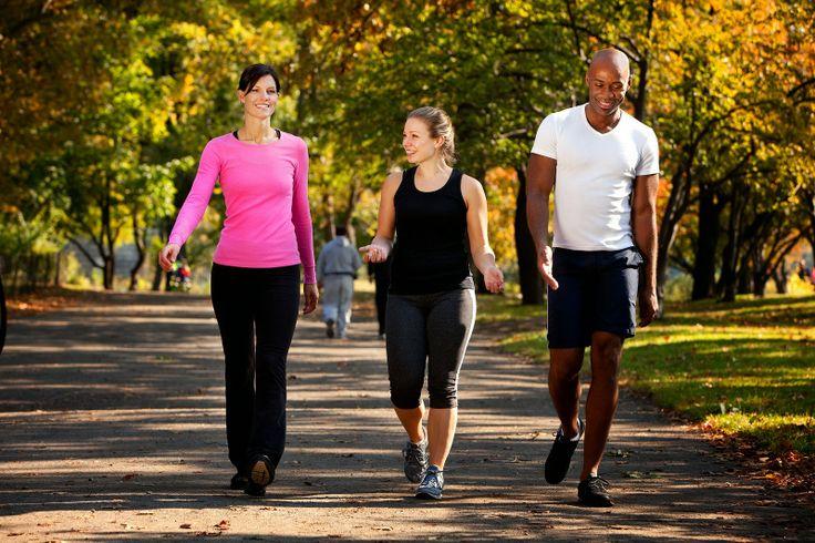Mulai sekarang harus sering jalan kaki setiap hari, karena jalan kaki santai setidaknya 2 hingga 3 km setiap hari mampu mengatasi berbagai penyakit. Selain mudah di lakukan banyak orang, juga tidak perlu menggunakan biaya yang mahal. Simak manfaat jalan kaki bagi kesehatan lainnya disini...