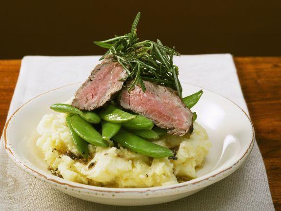 Hüftsteak mit Kaiserschoten und Püree ist ein Rezept mit frischen Zutaten aus der Kategorie Rind. Probieren Sie dieses und weitere Rezepte von EAT SMARTER!