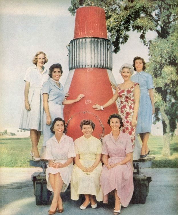 Go wives! #hpmlaunch In 1959, the wives of the Project Mercury astronauts pose for a photo.