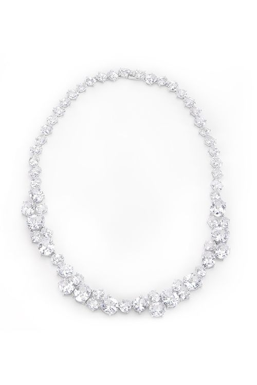 gorgeous!! Necklace in White Gold