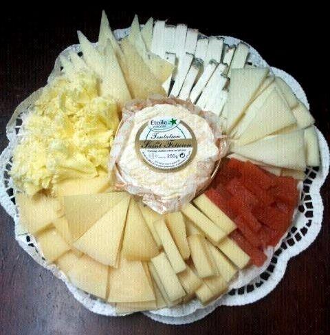 Safata de formatges amb sticks de codonyat de La Noucentista (Girona)