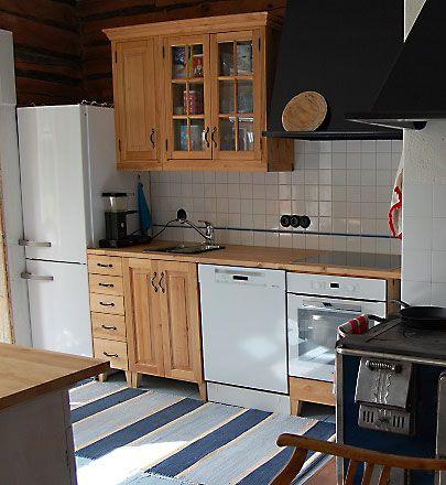 JUVIn täyspuinen keittiö tervaleppäisenä. - Solid wood kitchen by JUVI-Production Finland