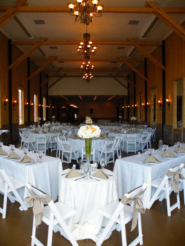 Separate the sweetheart table from the rest of the head table. Wedding Planning by MuseEvents.com