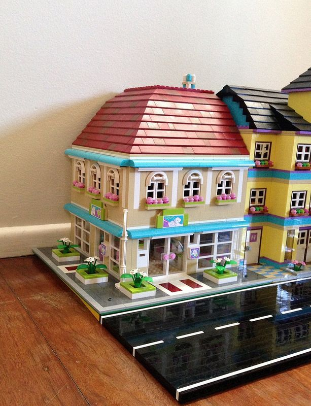 Lego friends lovely hotel for sale childrens toy for Lovely hotel