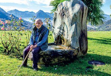 """PronzatoIL PRETE CHE HA INSEGNATO AL PAPA A PREDICAREL'autore dei libri che Francesco ha regalato a Fidel Castro ci racconta la sua vita, passata a """"inquietare i parrucconi"""" http://credere.it/n-43-2015/il-personaggio-don-alessandro-pronzato.html"""