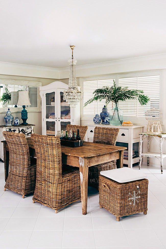 wystrój wnętrz, wnętrza, mieszkanie, dom, home, decor, aranżacje,shabby chic, vintage, meble, ratanowy fotel, jadalnia, witryna, komoda