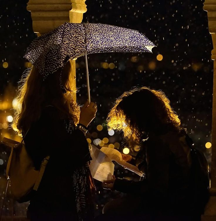 Night letter in the rain  #fashion #fashionista #fashionable #fashionstyle #streetstyle #streetwear #streetfashion #fashioninspo ##styleinspiration #inspo #photooftheday #styleoftheday #stylegram #outfitoftheday #outfitinspiration #lowethislook #beautyaddict #beautytips #streetmodel #ig_hungary #ig_budapest #nightphotography #iso_mania #streetphotography