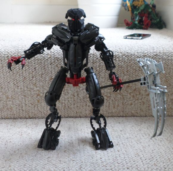 ids5621:  Movie accurate Makuta that doesn't look like trash