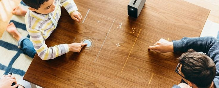 Este proyector convierte cualquier superficie plana en una pantalla táctil interactiva - FRACTAL estudio + arquitectura