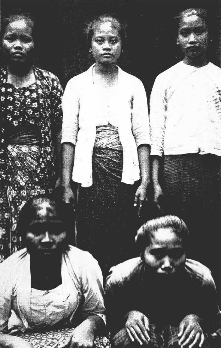 Javanese girls in working clothes. The physical types show proto-Malay (Caucasoid) and deutero-Malay (Mongoloid) mixture | ISLANDS AND PEOPLES OF THE INDIES - RAYMOND KENNEDY