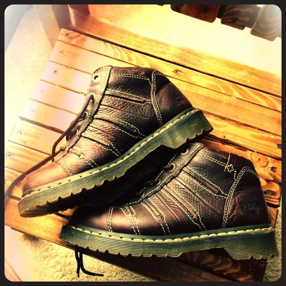 Dr. Martens boots ⚡️Flash sale!!!!!!!!!⚡️Excellent condition boots. Approximately 2 yrs old and worn about 5 times. Make an offer. Price is negotiable. Dr. Martens Shoes