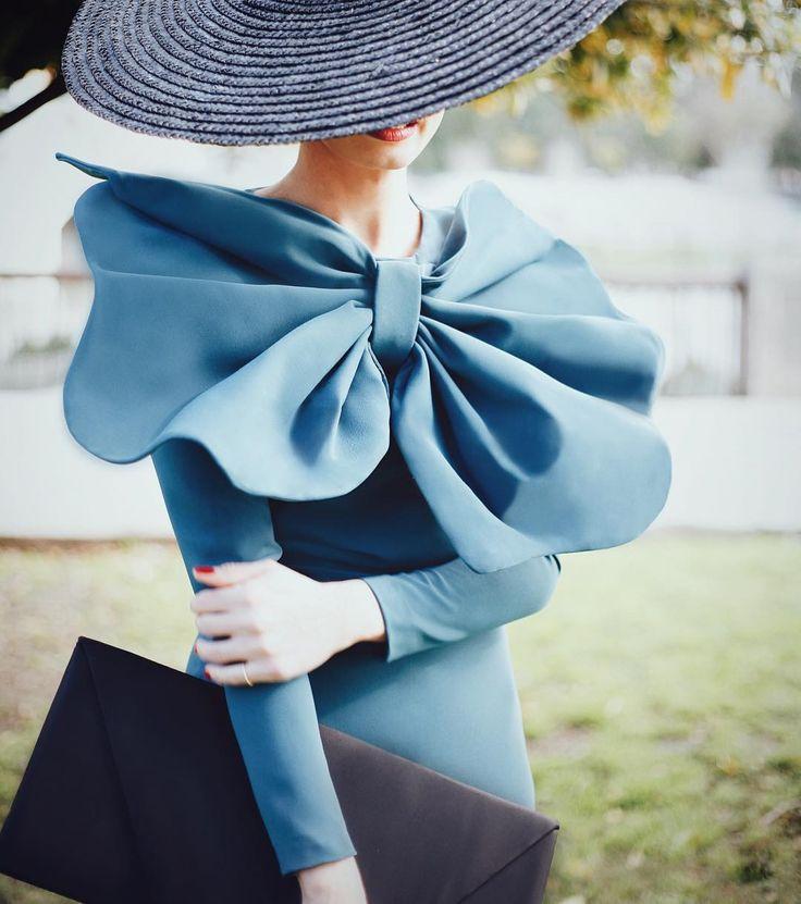 """""""Elegante, chic y muy #Cherubina, así ha ido nuestra @pipaporras hoy de boda con un vestido adelanto de FW16-17.  La elegancia está de moda ❤️"""""""